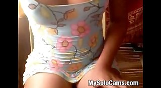 Teenage girl gets naked on chaturbute